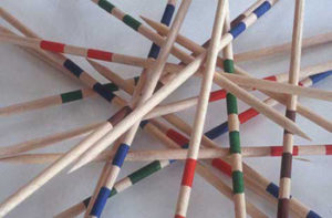 Mikado Pick Up Sticks © Wikipedia/Heurtelions